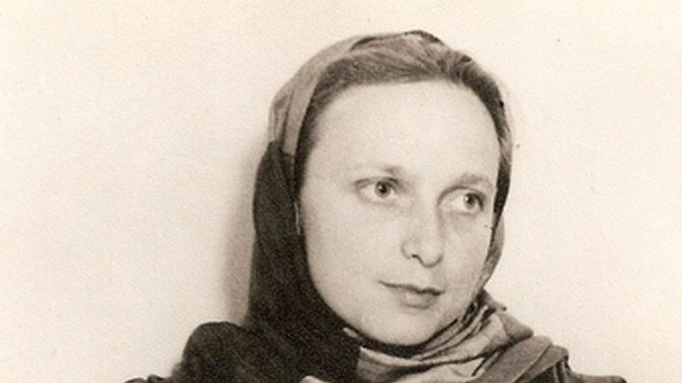 A portrait photo of Freda taken in Lahore in the early 1940