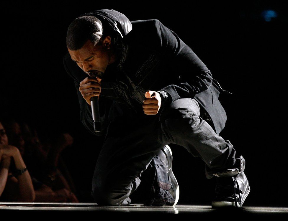 Kanye West performing at the 2008 Grammys