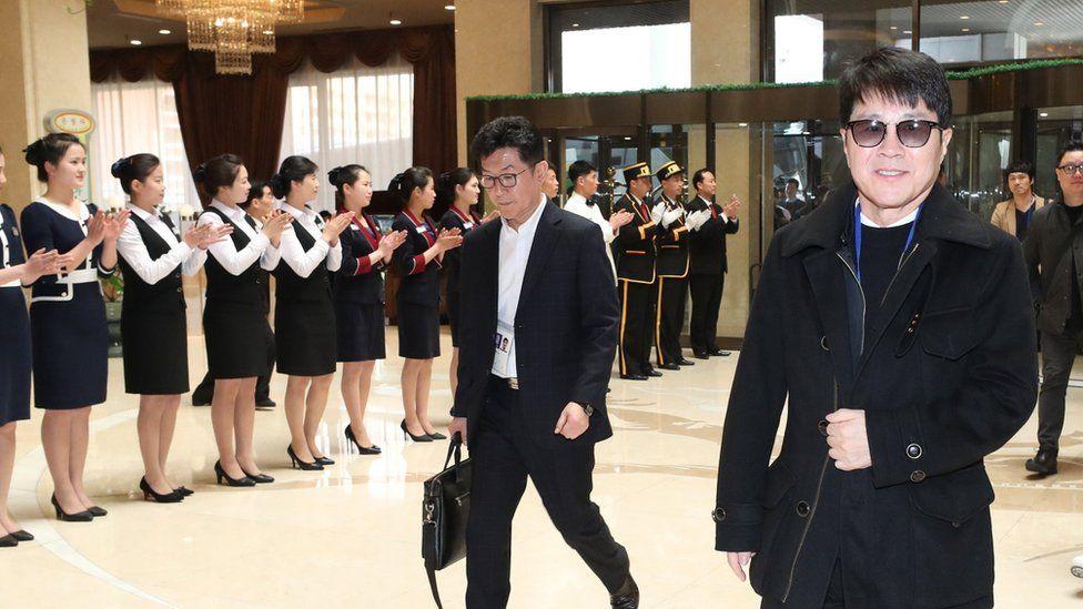 South Korean singer Cho Yong-pil (R) arrives at the at the Pyongyang International Airport in Pyongyang, North Korea, 31 March 2018
