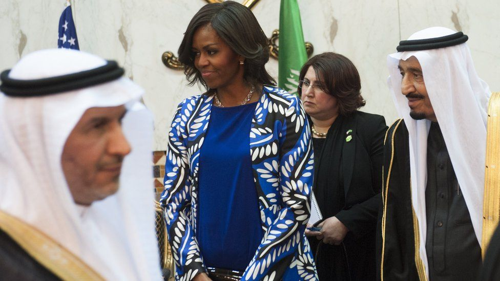 Saudi new King Salman (R), and US First Lady Michelle Obama (C) hold a receiving line for delegation members at the Erga Palace in the capital Riyadh on January 27, 2015. Michelle Obama wears a blue dress and long jacket.