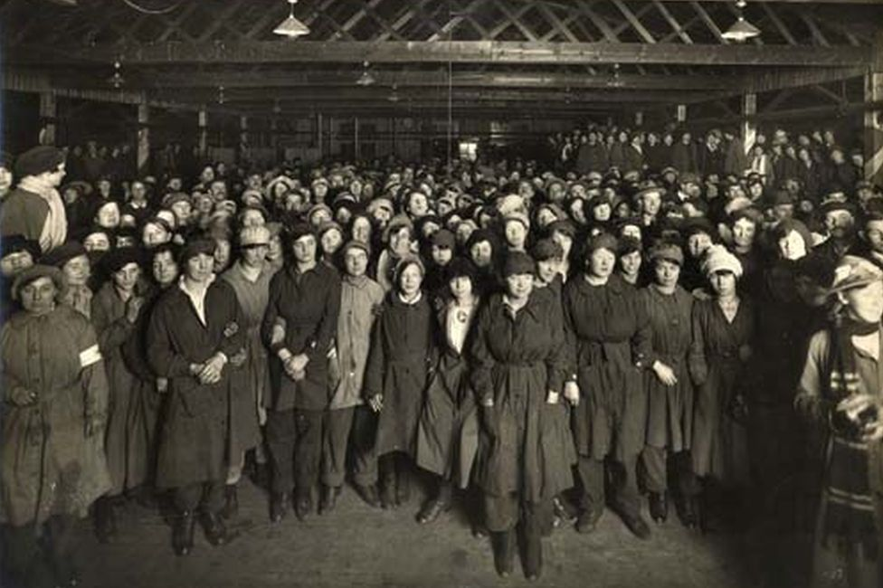 Barnbow factory workers