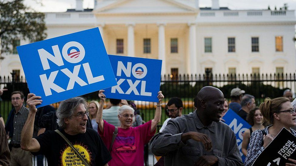 Demonstrators cheer Obama's decision to veto the Keystone XL pipeline