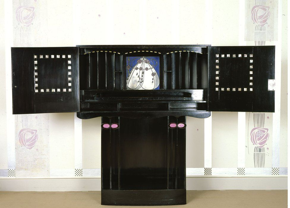 A Mackintosh bureau at Hill House
