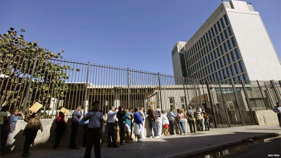 People queue for visas outside the US Interests Section in Havana, Cuba, in this file photo taken 15 January 2013.