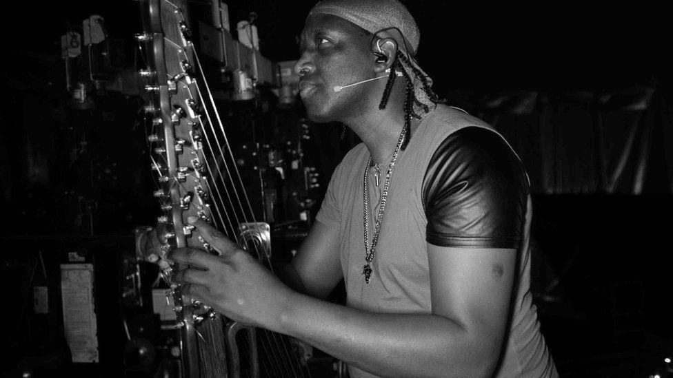 N'Faly Kouyate looking at his undamaged kora