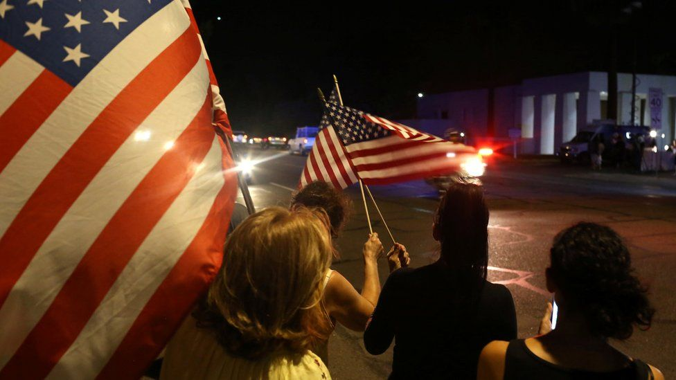 Mourners react as a hearse carrying the body of late U.S. Senator John McCain arrives in a procession in Phoenix, Arizona, U.S. August 25, 2018