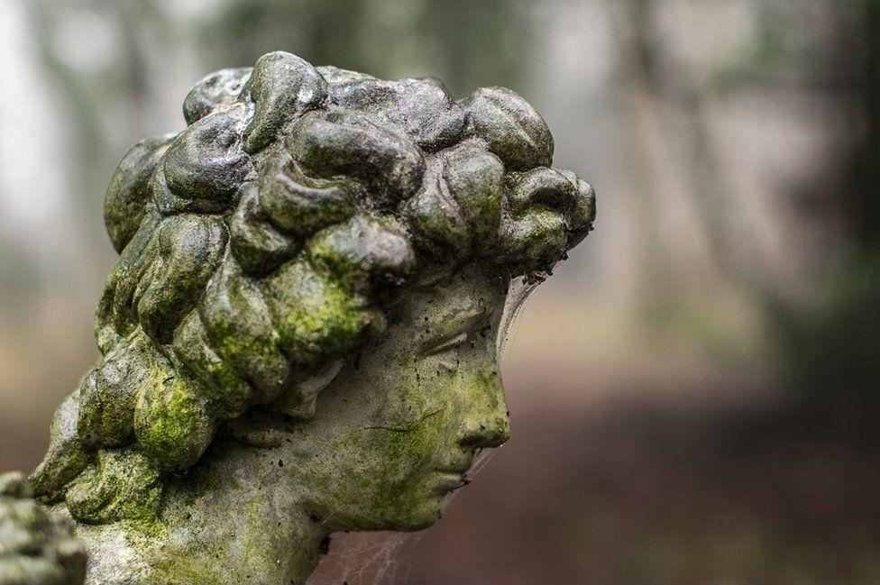 A sculpture of a girl
