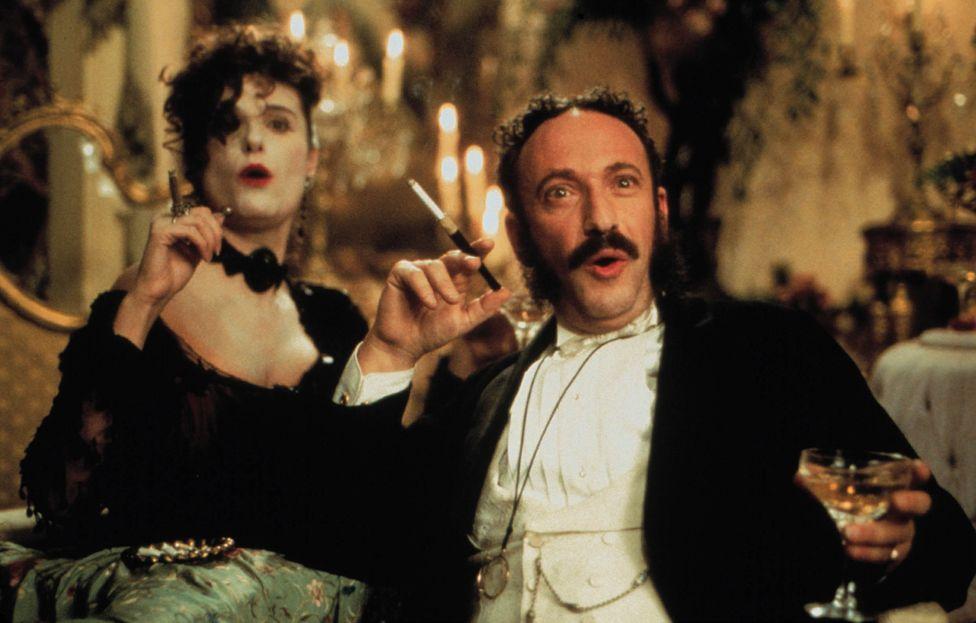 Allan Cordunder and Katrin Cartlidge in Topsy Turvy (1999)