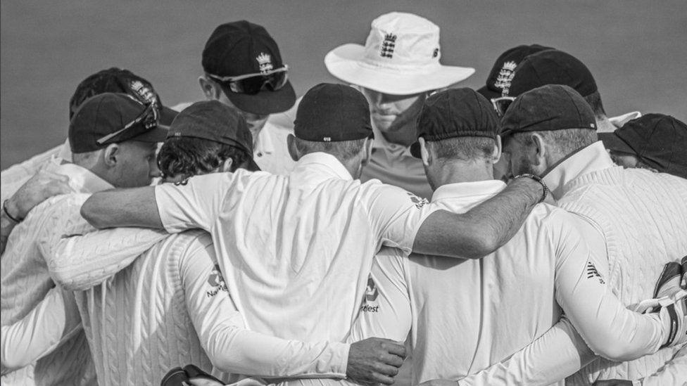 England cricket team huddle