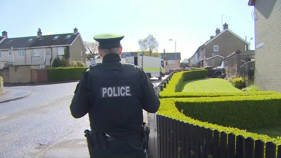 Police at security alert Drumleck Drive, Shantallow