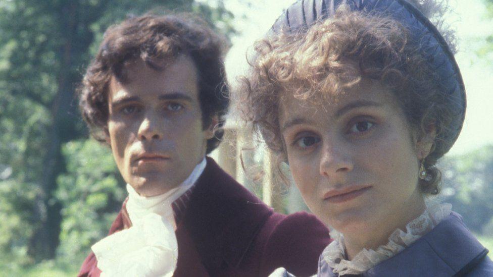 David Rintoul as Fitzwilliam Darcy and Elizabeth Garvie as Elizabeth Bennet