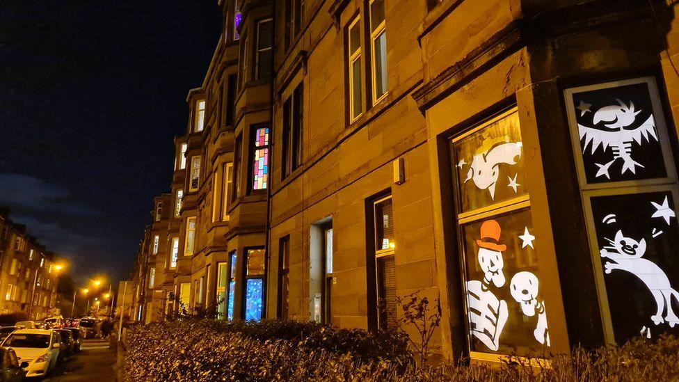 Decorations in tenement windows