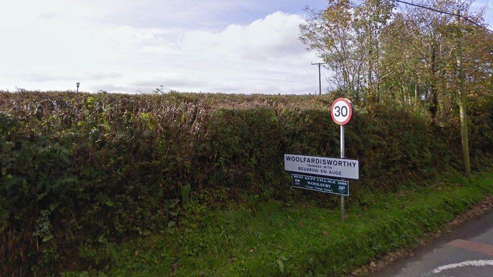 Woolfardisworthy road sign
