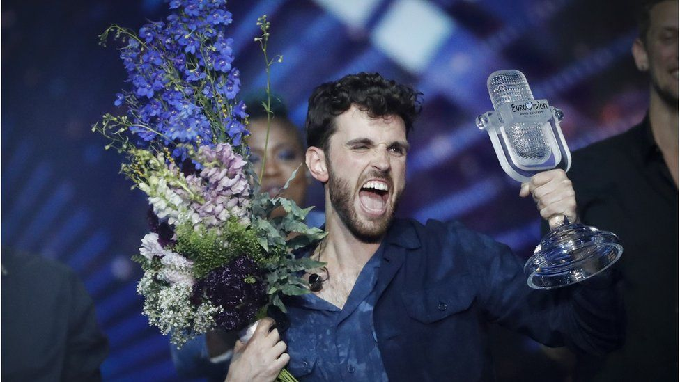 Duncan Laurence celebrates his Eurovision win