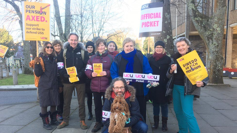 Lecturers at the picket line in Bangor