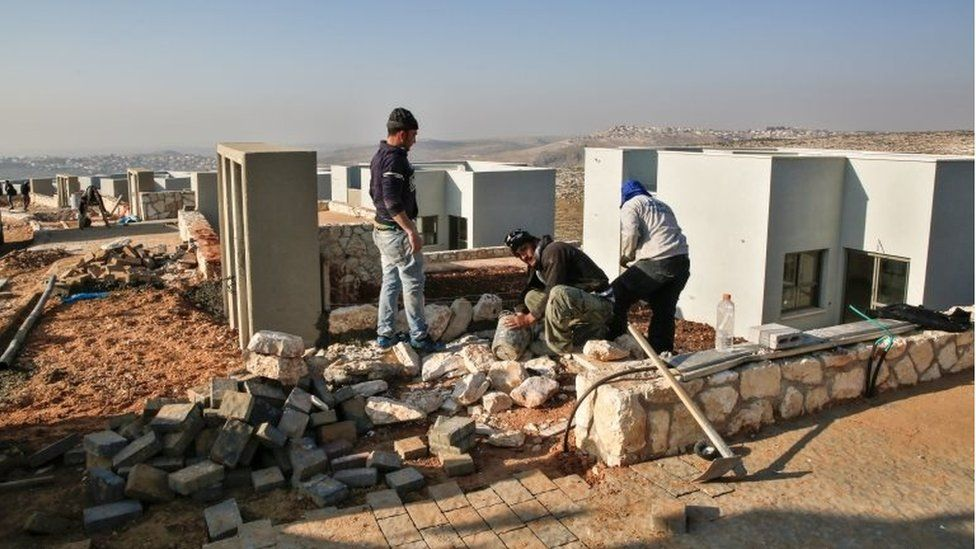 Palestinian construction workers at Israeli settlement of Naale (file photo)