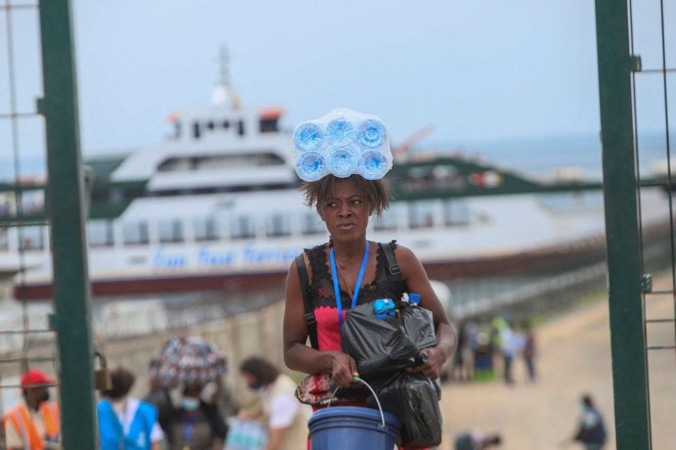 Internally displaced people arrive in Pemba on April 1, 2021, from the boat of evacuees from the coasts of Palma.