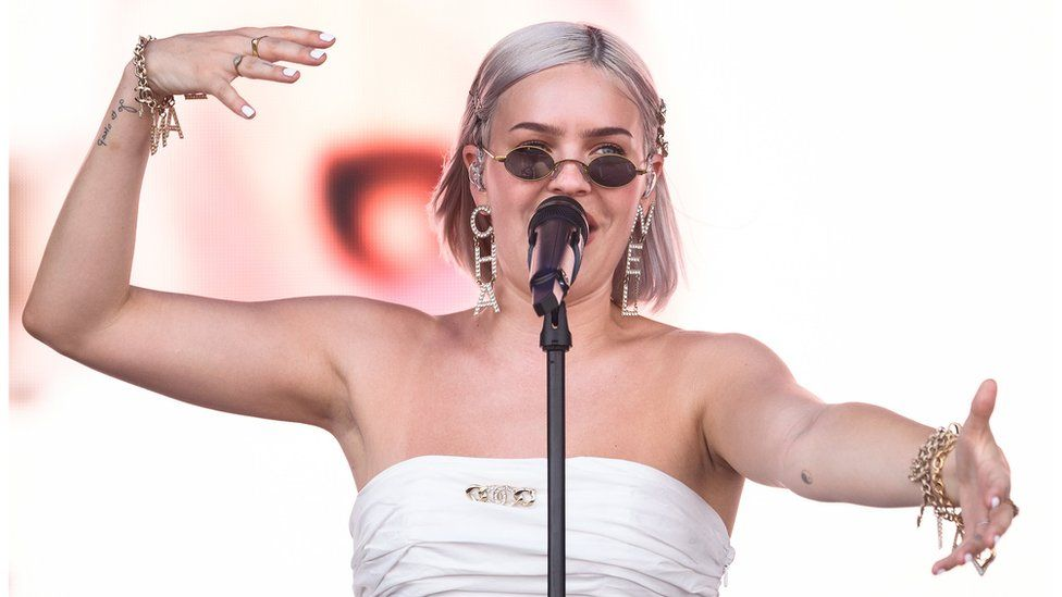 Anne-Marie stages free concert after Korean festival cancelled