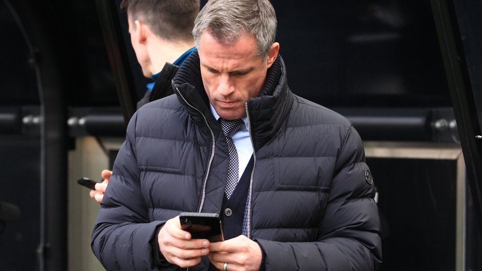 Jamie Carragher Twitter prank causes mobile meltdown - BBC News