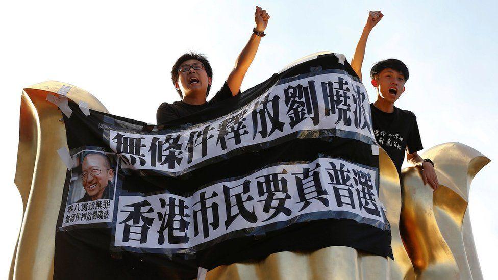 China faz alerta a Hong Kong duas décadas após saída dos britânicos