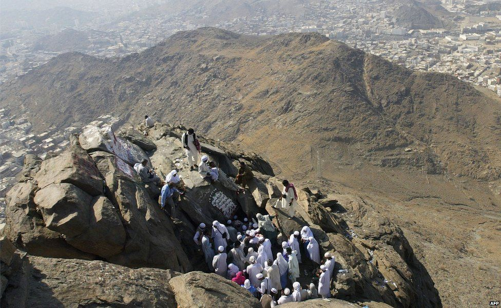 Pilgrims try to enter a cave on Mount Hira on the outskirts of Mecca, Saudi Arabia, where Muslims believe the Angel Gabriel first revealed the Qur'an to the Prophet Muhammad (2 January 2006)