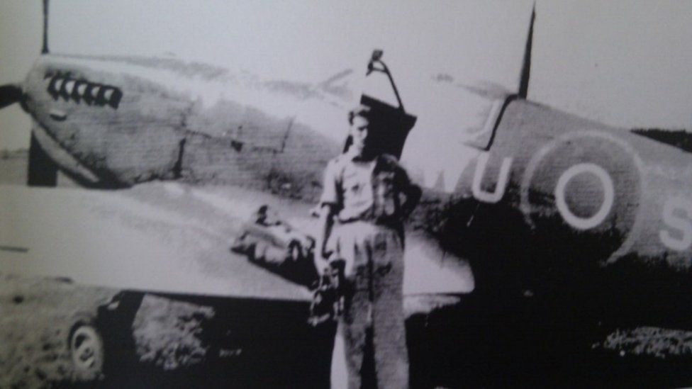 Kurt Taussig pictured in 1944 in Italy, in front of his Spitfire