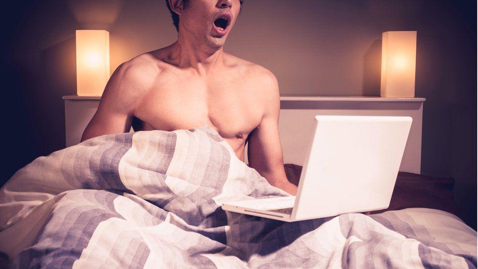 Порнографические фотографии или клипы половых актов людей #11