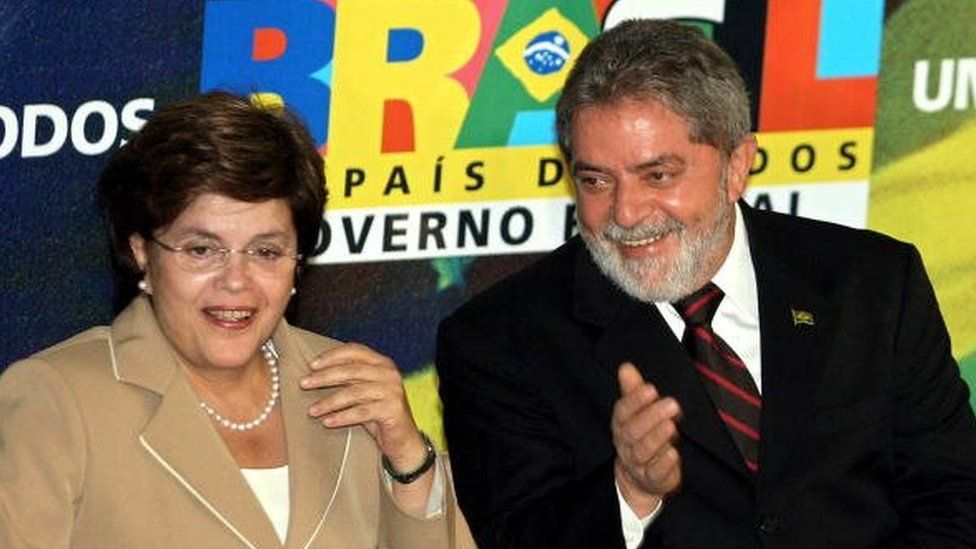 Brazilian President Luiz Inacio Lula da Silva (eight) and her new Chief of Cabinet Dilma Rousseff appear during the latter's swearing in ceremony 21 June, 2005 at the Planalto Palace in Brasilia.