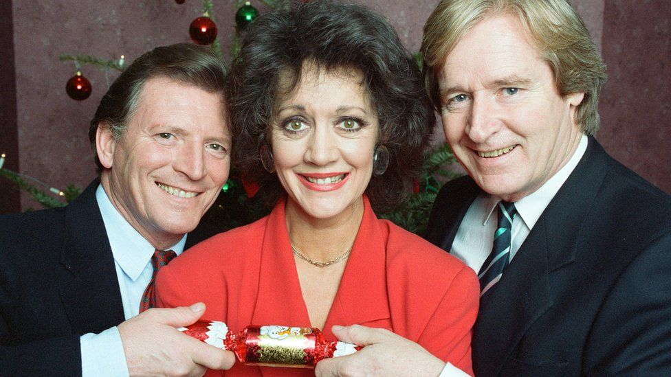 Johnny Briggs (Mike Baldwin), Amanda Barrie (Alma Baldwin) and William Roache (Ken Barlow) 19 December 1991