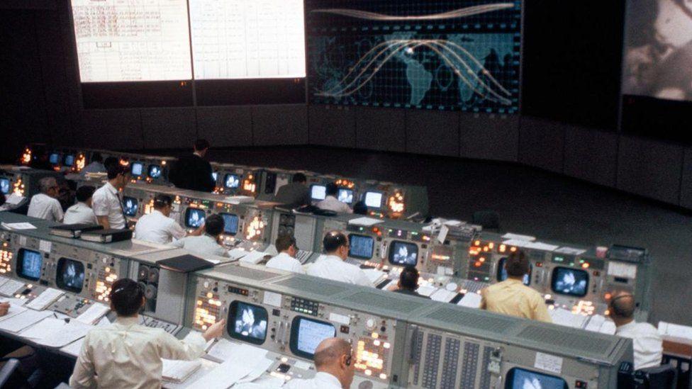 Apollo 11: A célebre sala de controle da missão que levou o homem à Lua pela primeira vez