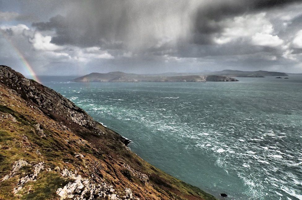 Enfys dros y swnt // Neb ar y Swnt heddiw \\There's no chance of any boats crossing to the island from Aberdaron today