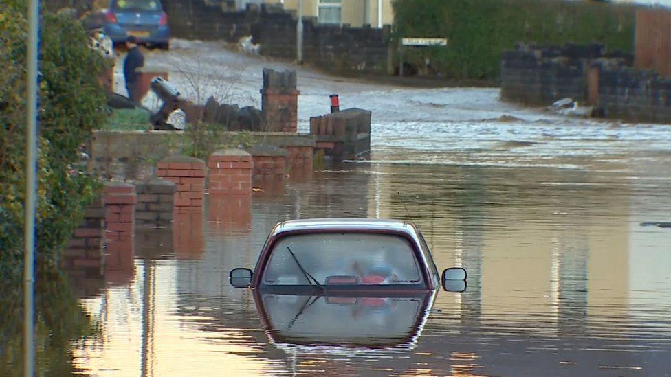Skewen flooding