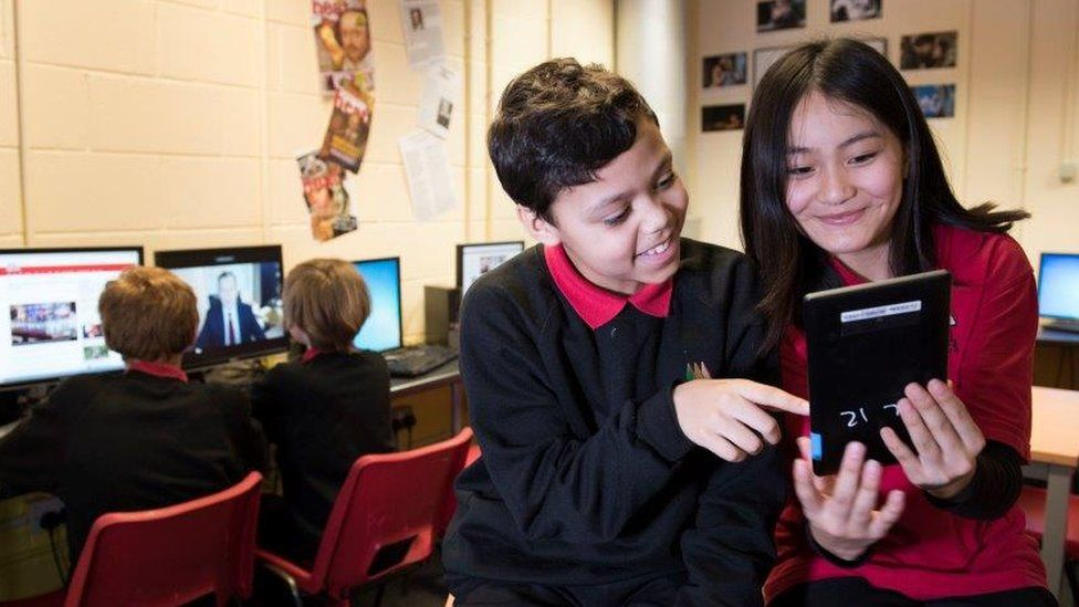 Pupils try out IReporter game