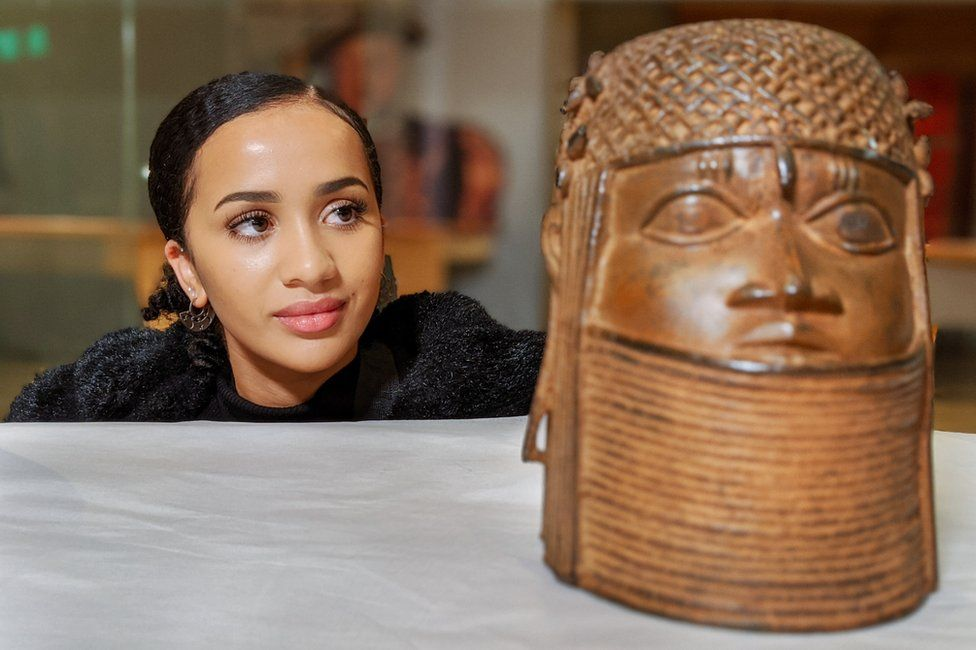 Presenter Nosipho Ledwaba-Chapman with the Benin Bronze