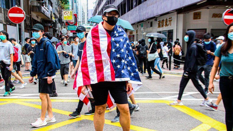 Hong Kong: US issues warning on business risks thumbnail
