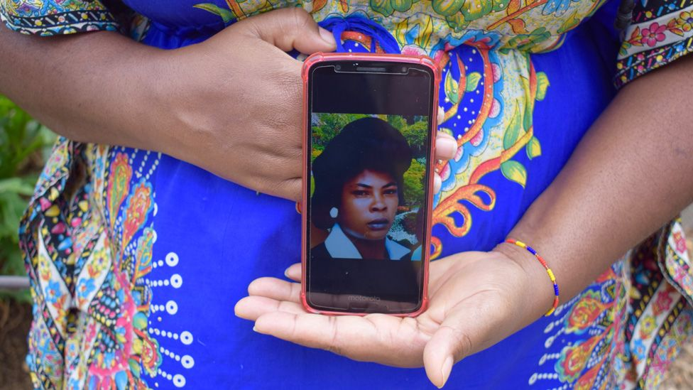 Yolanda Perea shows a photograph of her mother on her mobile phone