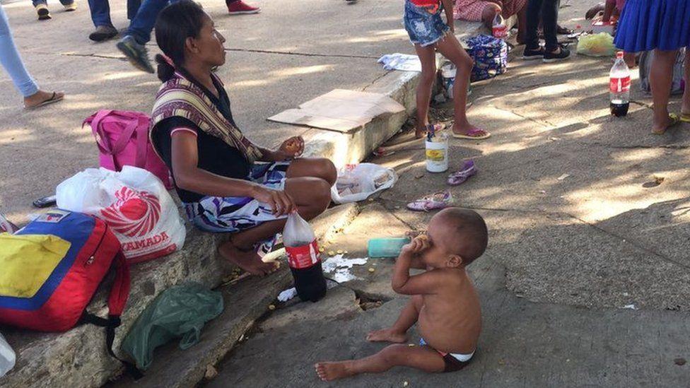 Mamadeiras de refrigerante: 'vício' em bebida agrava desnutrição em indígenas