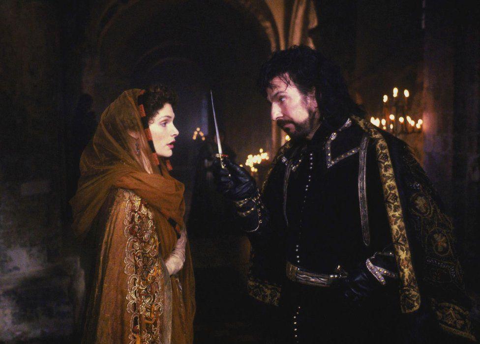 Mary Elizabeth Mastrantonio and Alan Rickman in Robin Hood Prince of Thieves, 1991