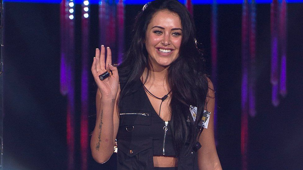 Marnie Simpson entering the Big Brother House