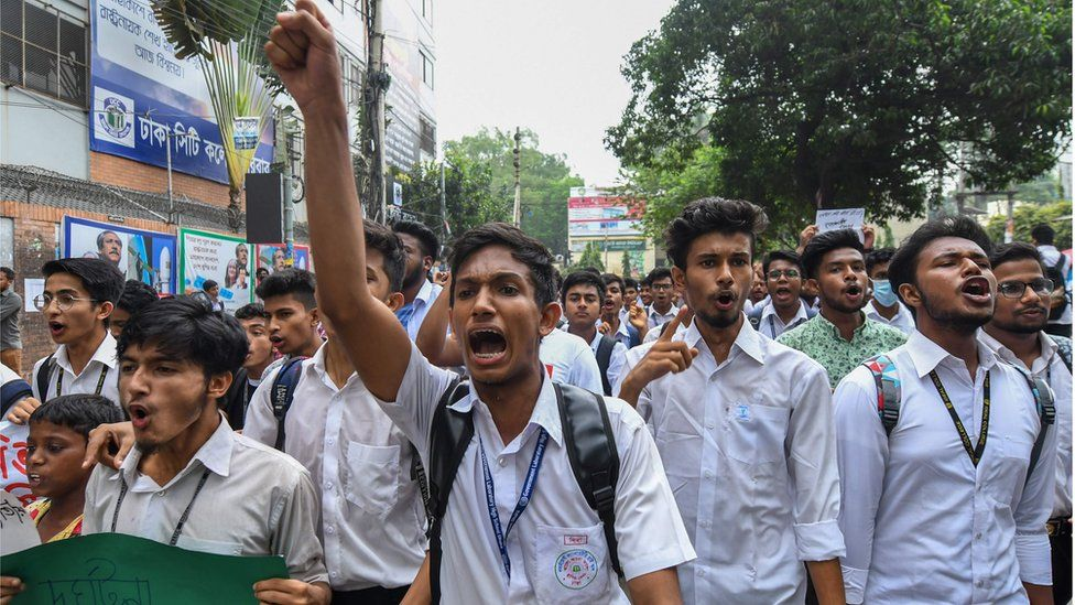 Protesting students in Dhaka