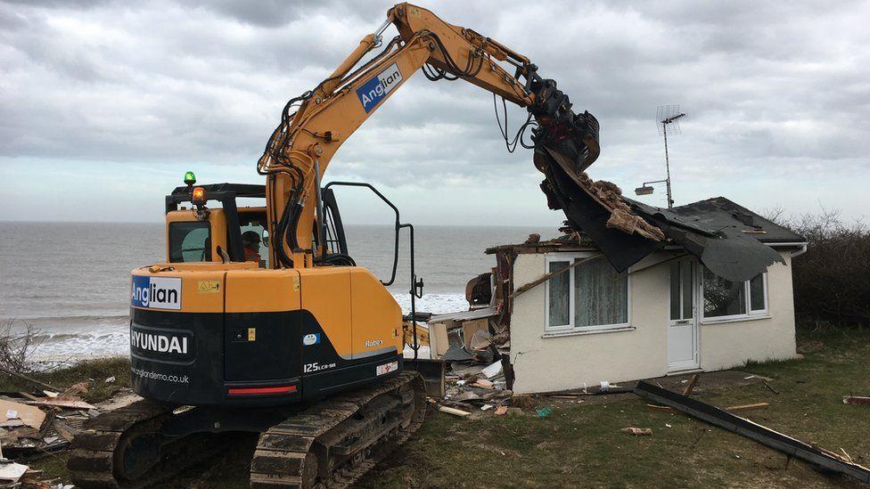 Digger demolishing chalet
