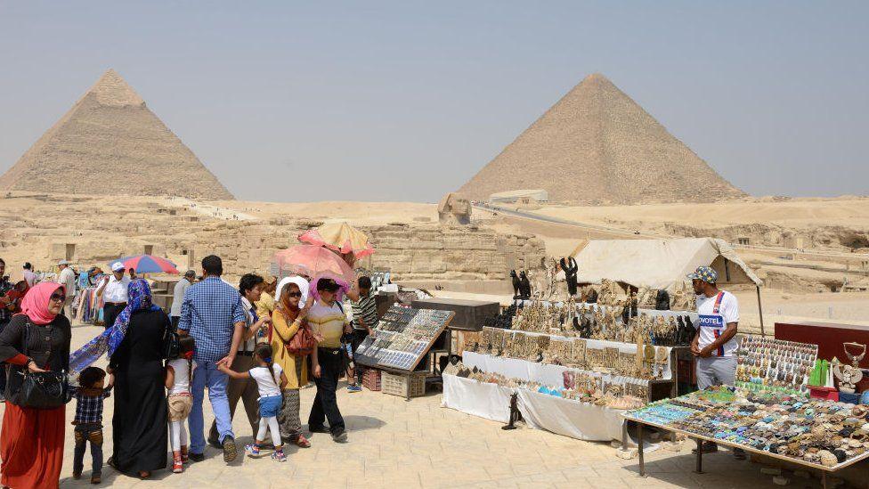 Vendors near the pyramids in Cairo