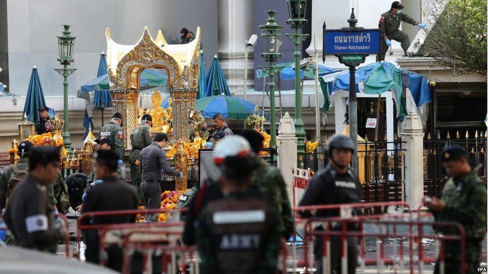 Members of Explosive Ordnance Disposal (EOD) and Thai forensic police officers inspect the scene of the bomb blast at the Erawan Shrine, in central of Bangkok, Thailand, 18 August 2015