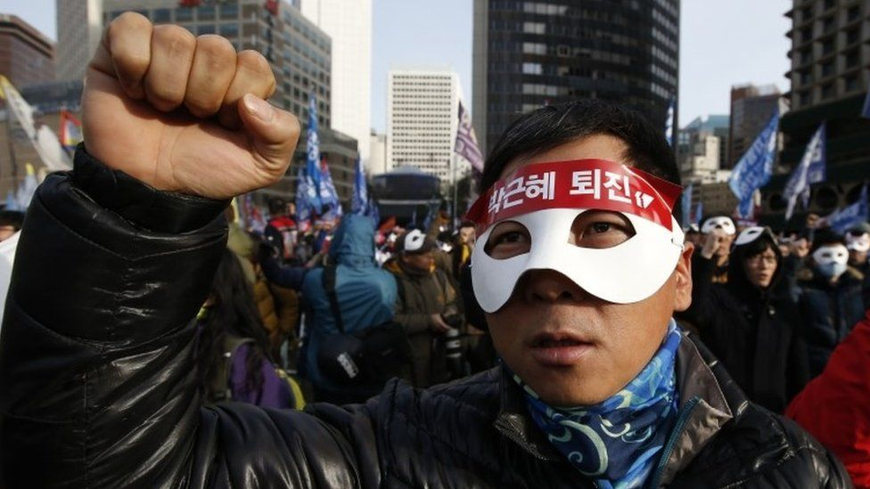 South Korean protester at an anti-government rally in downtown Seoul (05 December 2015)