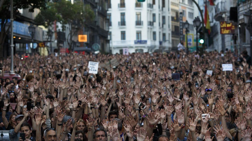 Demonstrators in Madrid outside the Ministry of Justice - 26 April