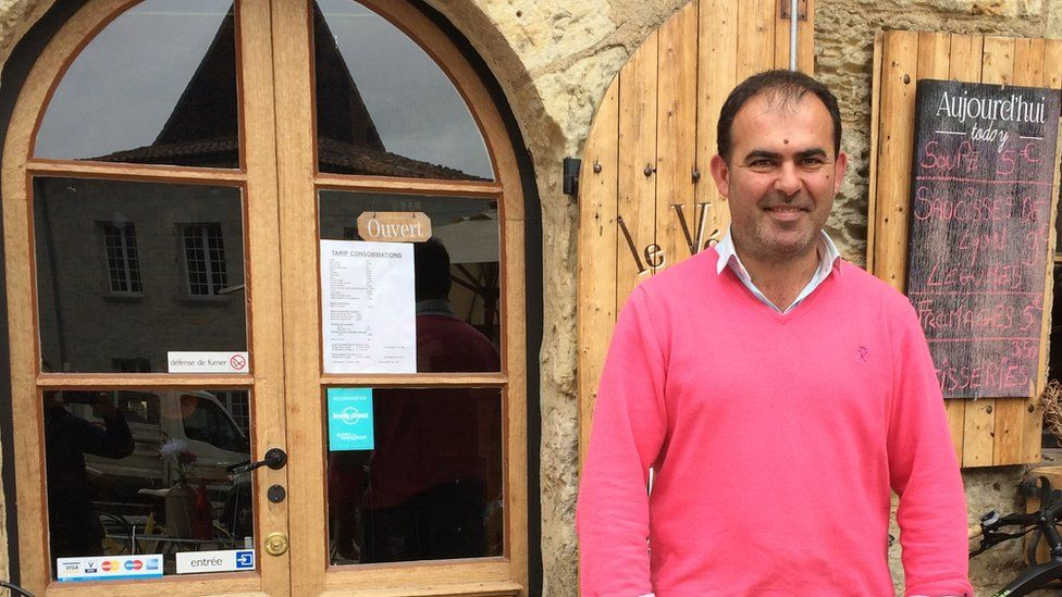 Christophe Constantin in front of his Veloc café Perigueux