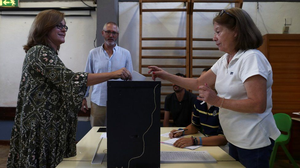 Portugal election: Socialists tipped to win as voting begins