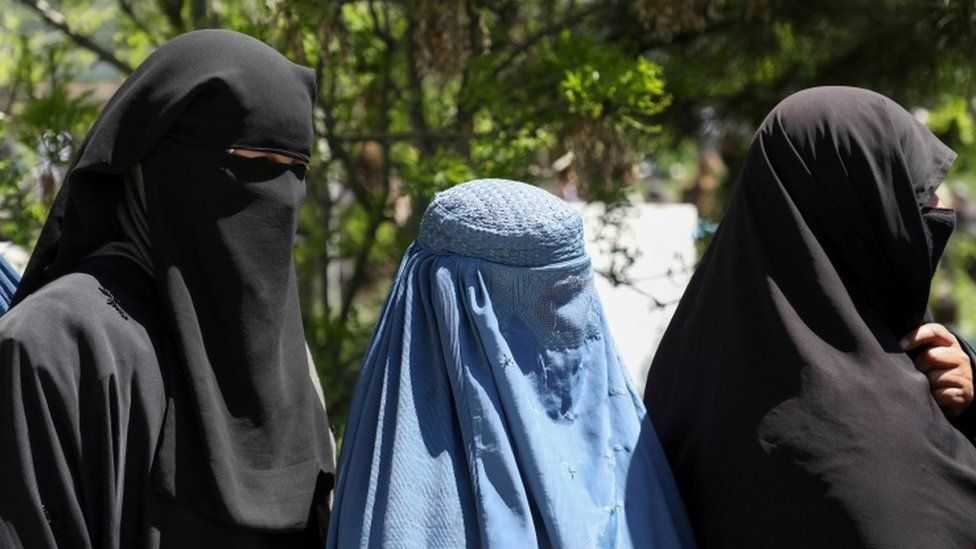 Mujeres afganas con burkas (foto de archivo)