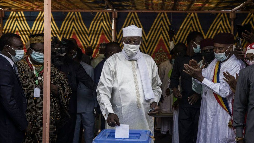 Chadian President Idriss Déby casts his ballot at a polling station in N'djamena, on April 11, 2021.