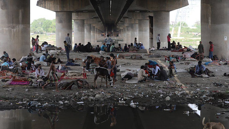 Several hundred migrants were rescued from under a bridge along the Yamuna river in Delhi